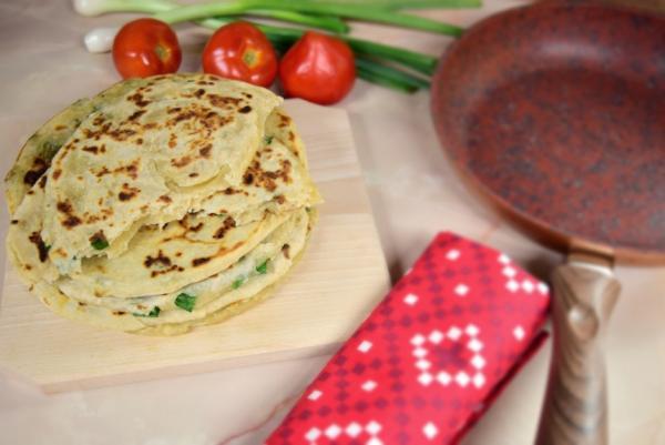 Yummy! Turtițe chinezești cu ceapă verde, perfecte pentru micul dejun