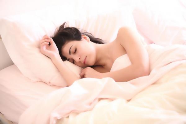 Somnul odihnitor este esențial pentru o viață sănătoasă. Află ce trebuie să faci pentru a te simți plin de energie în fiecare dimineață